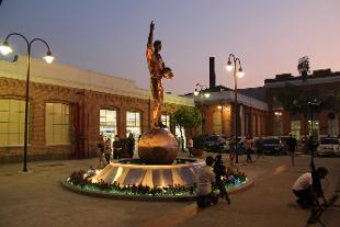 Thomas Donohue statue